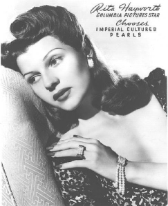 nails-rita-hayworth